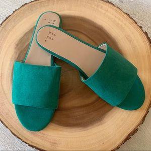 Emerald green slides 💚